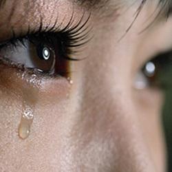 눈물 안습 여자 눈 한방울 슬픔 흘리는 여자