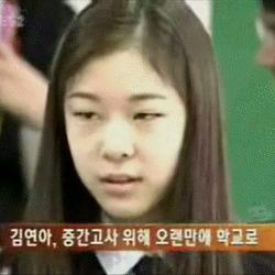 움짤 김연아 중간고사 위해 오랜만에 학교로 성적표 귀여운 깜놀 뭐야 눈치 학교