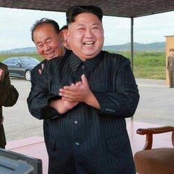 북한 김정은 박수 좋아 웃음 행복 축하