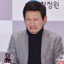 찡그린 표정 맛없어 신맛 청정원 황정민 원액 싫어 혐오