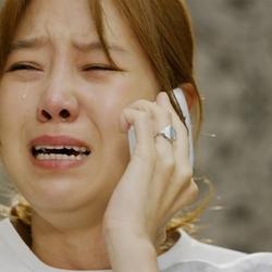 전화 눈물 오열 슬픔 고통 아픔 안습 우는 여자
