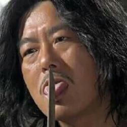 추노 거지 성동일 천지호 웃음 비열 노비 사냥꾼  칼 단검 혓바닥 협박 칼끝 칼날