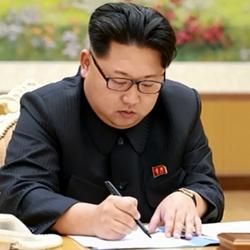 김정은 모메 쓰기 북한 볼펜 데스노트 적는 이름